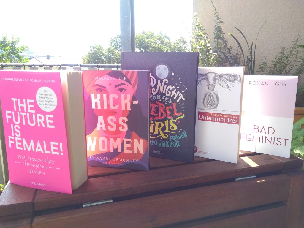"Die folgenden Bücher zum Thema Feminismus sind abgebildet: ""The Future is Female"" ""Kick-Ass Women"" ""Good Night Stories for Rebel Girls"" ""Untenrum frei"" ""Bad Feminist"""